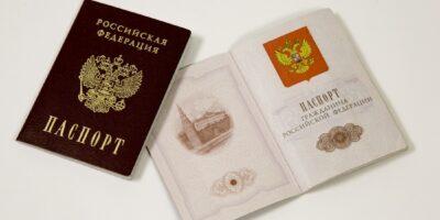 Необходимо нотариально заверить паспорт. Достаточно ли заверения его одной страницы?